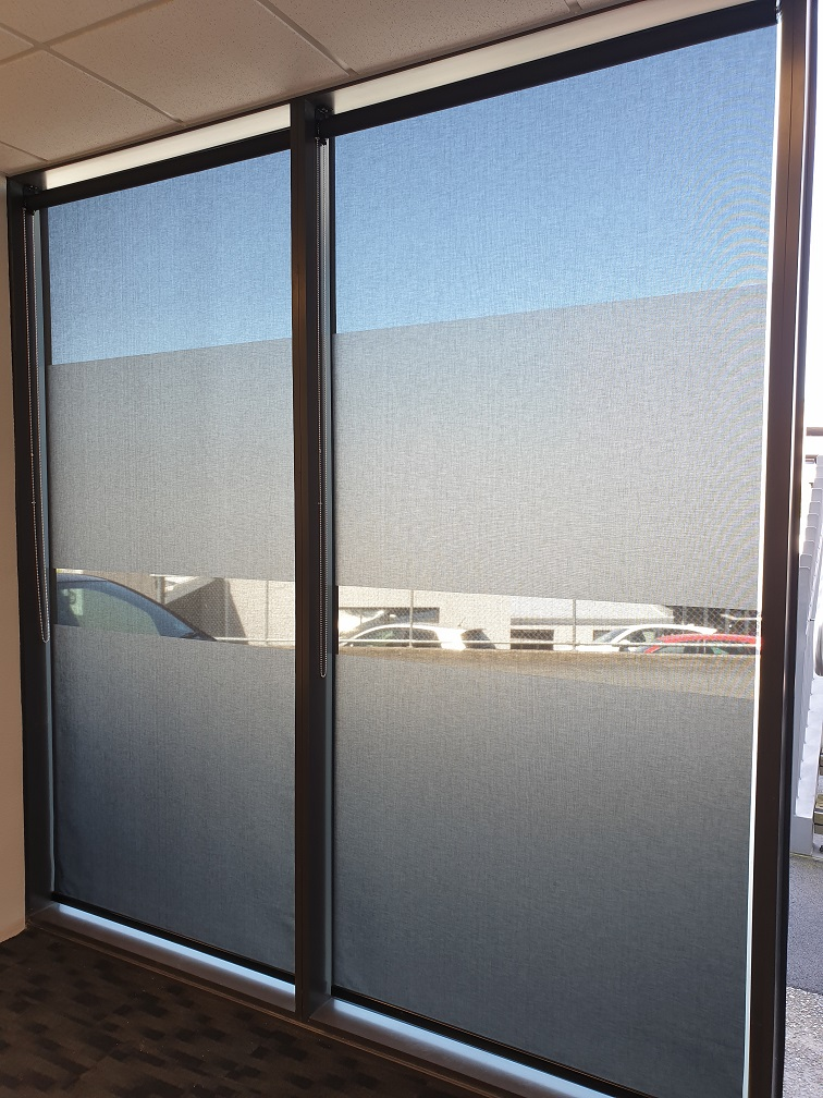 Sunscreen roller blinds in Grafton